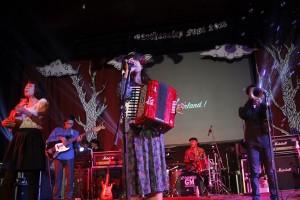 Aurette and The Polska Singing Carnival © Warning