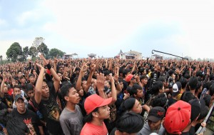 Hellprint crowd © Warningmagz