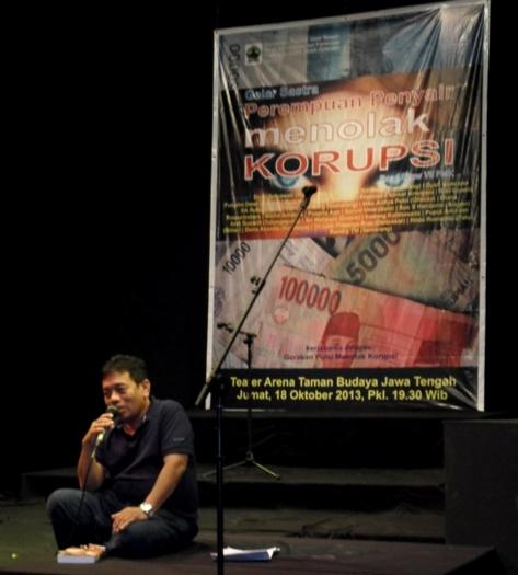 Handry TM, pemantik diskusi Perempuan Penyair Menolak Korupsi