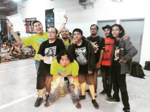 Anggota Jogja Records Store Club Berpose Bersama saat berada di Acara FLOH MARKT Fest di Lippo Plaza Jogja, 17 Januari 2016