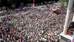 Ribuan mahasiswa dan tenaga pendidik mengokupasi rektorat